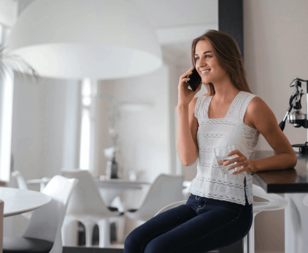 A young blonde woman speaking on the phone with the help of CallApp